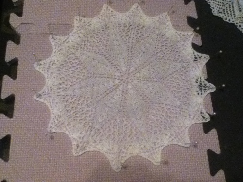 Diamonds knit doily